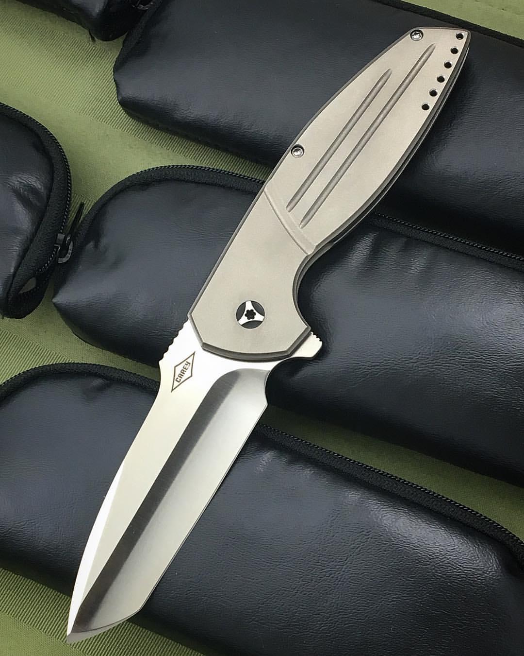 Cayman V2 frame lock grooves